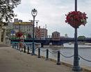 Набережная реки в городе