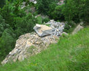 Большой камень фото